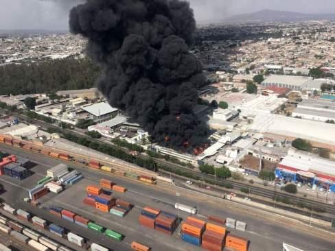 Emergencia atmosférica en Guadalajara por incendio de una fabrica