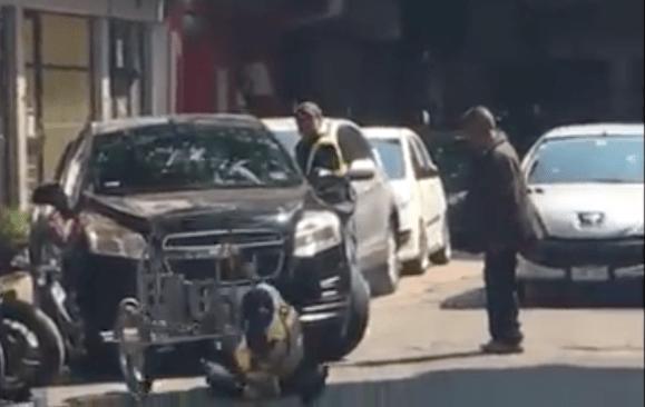 Conductor trata de huir y atropella a mujer policía