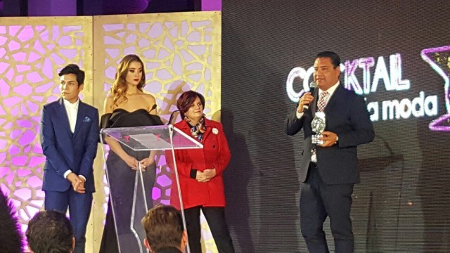Político y empresario, premian a Eduardo Neri