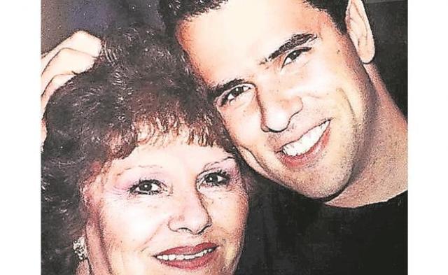 VIDEO: Marco Antonio Regil llora y se despide de su mamá