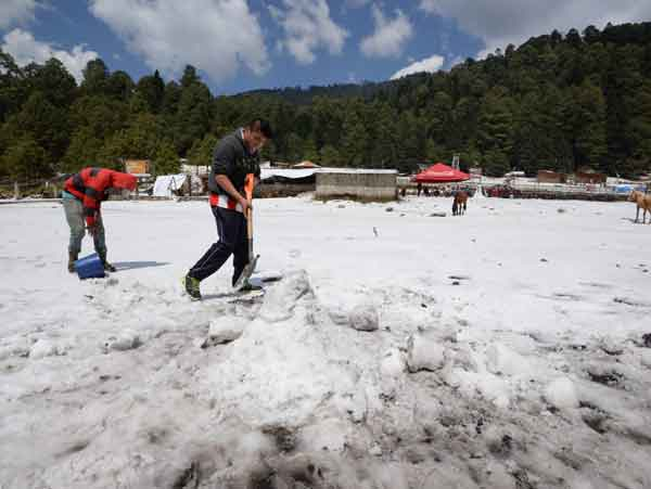 Problemas viales por nieve y granizo en el Edomex