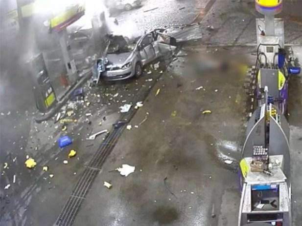 VIDEO: Muere mujer al explotar su auto en gasolinera, en Brasil
