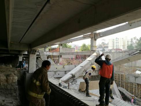 Al menos 6 muertos por derrumbe en estacionamiento en construcción