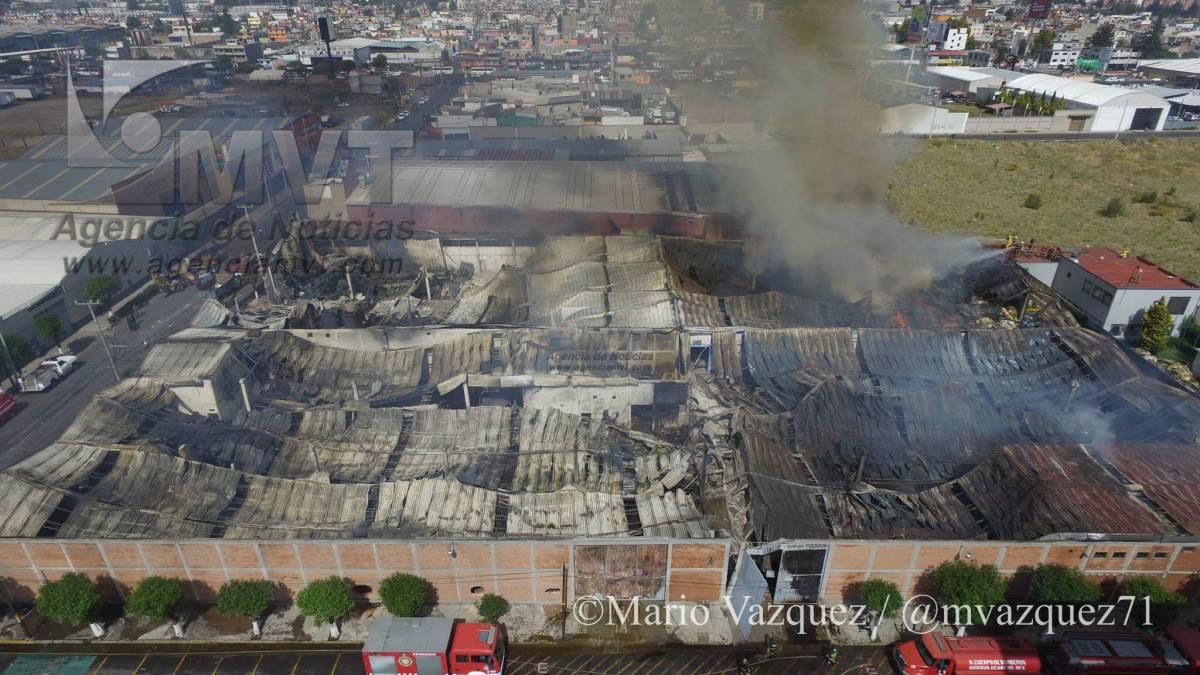 Sofocan Bomberos Toluca incendio en fábrica de poliuretanos