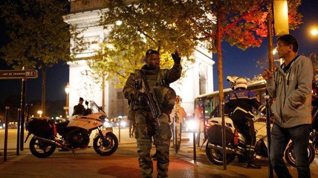 El Estado Islámico se atribuye el atentado en Campos Elíseos en París