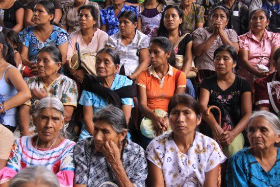 Mujeres indígenas protestan por recursos que EPN ofreció y no cumplio