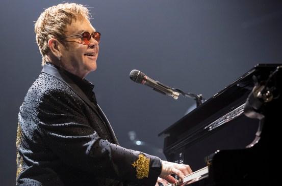 Elton John cancela conciertos por una infección mortal