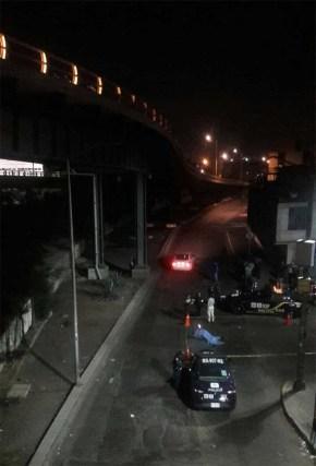 Muere motociclista al caer de puente en la CD.MX.