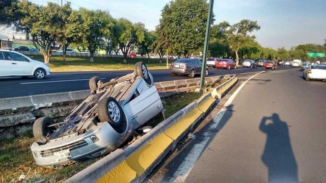 Triple accidente en Tollocan y Boulevard Aeropuerto