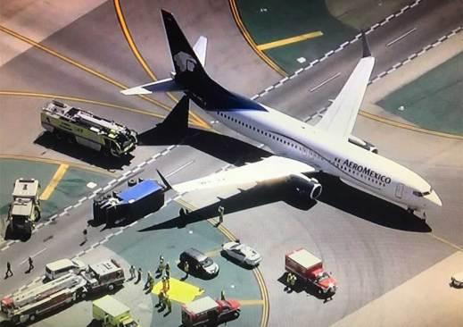 6 heridos, uno grave por choque en aeropuerto de LA de un avión de Aeromexico