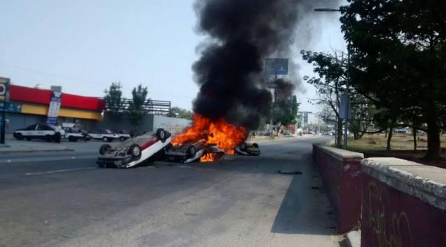 Un muerto y 5 taxis quemados, saldo de enfrentamiento en Oaxaca
