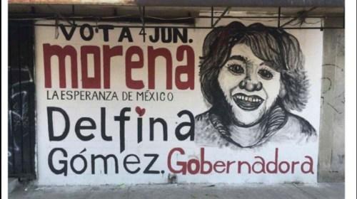 """Delfina Gómez  fue retratada en una barda, y su """"arte"""" se volvió material para memes"""