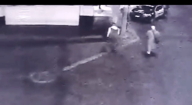 VIDEO: Roban patrulla a policía en Ecatepec