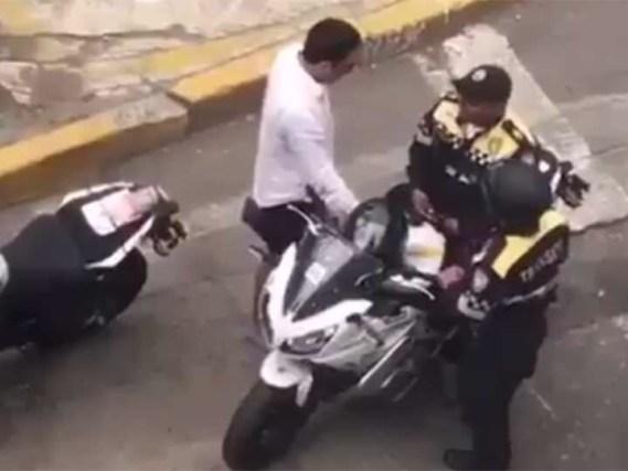 Suspenden a policías por recibir soborno