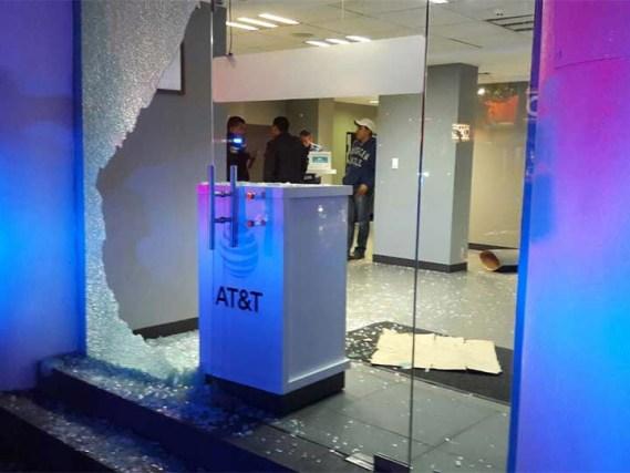 Roban con mazos tienda de celulares en la Miguel Hidalgo