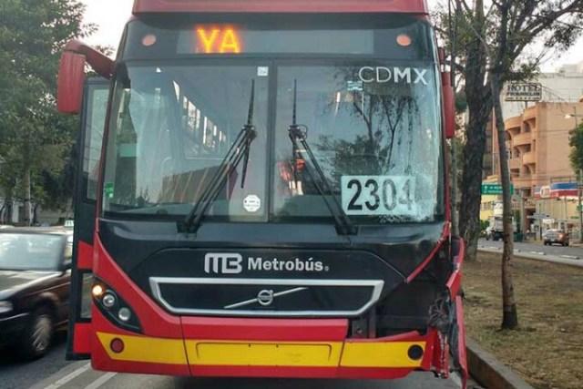 Metrobús atropella y mata a estudiante de La Salle