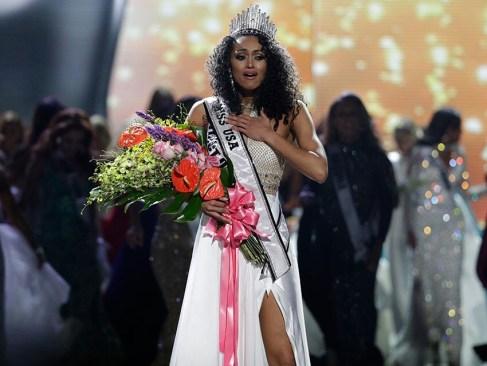 Científica del gobierno es coronada Miss USA