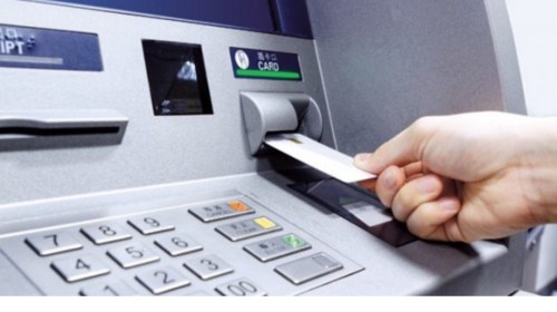 CONDUSEF Alertan de los créditos que ofrecen cajeros automáticos