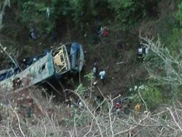 Saldo preliminar de 16 muertos por autobús que cayó al barranco en Chiapas