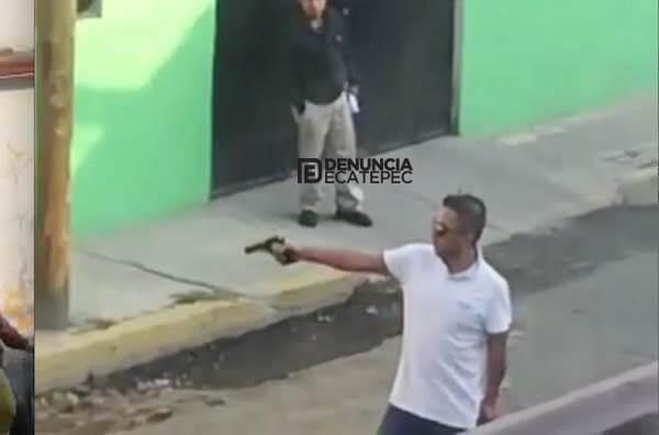 Hombre dispara contra tres personas que lo ayudaron a sacar su auto de una zanja