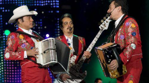 Multan con 500 mil pesos a Los Tigres del Norte por cantar narcocorridos