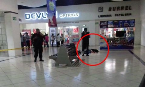 Hombre asesina a su pareja en Plaza Fiesta de Mérida