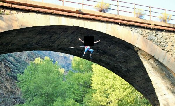 "Le dijeron ""no jump"", ella entendió ""now jump"" y murió (video)"