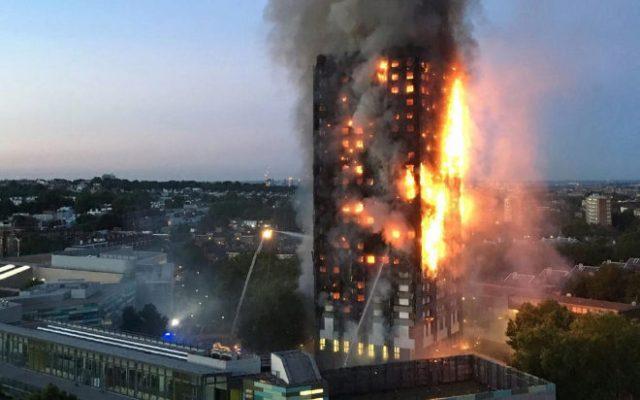 Al menos 6 muertos y más de 70 heridos en el incendio de una torre en Londres