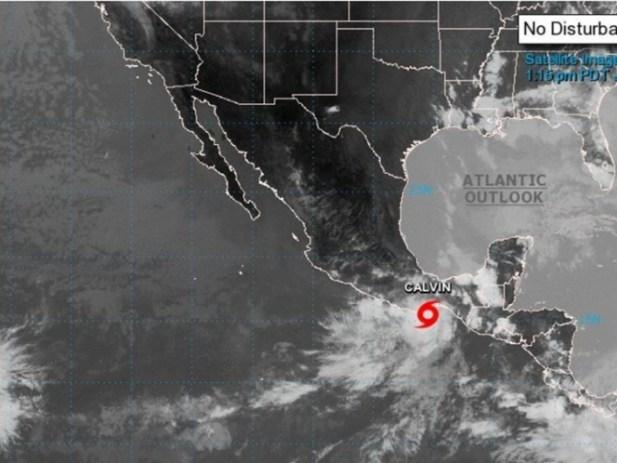 Tormenta tropical 'Calvin', tocaría tierra hoy en Huatulco