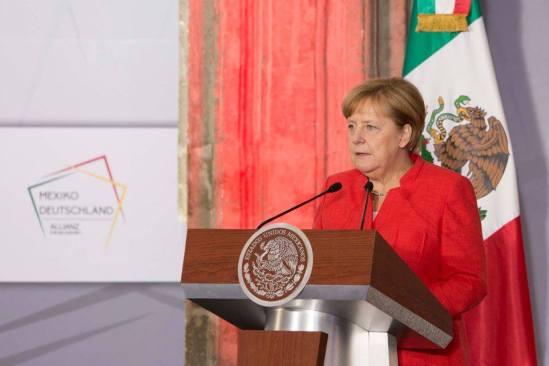 Muros no acaban con migración ilegal: Merkel