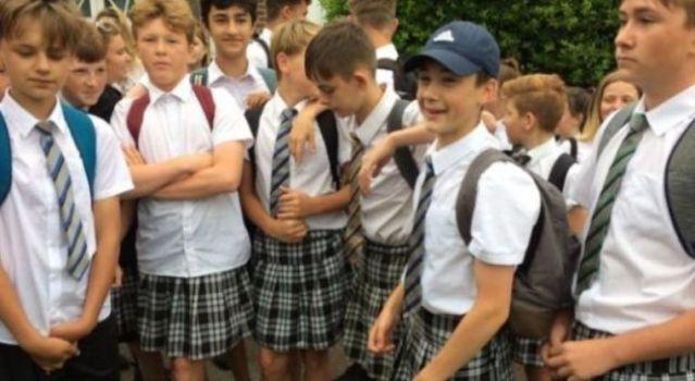 """Niños van a la escuela con falda porque """"hace calor"""""""