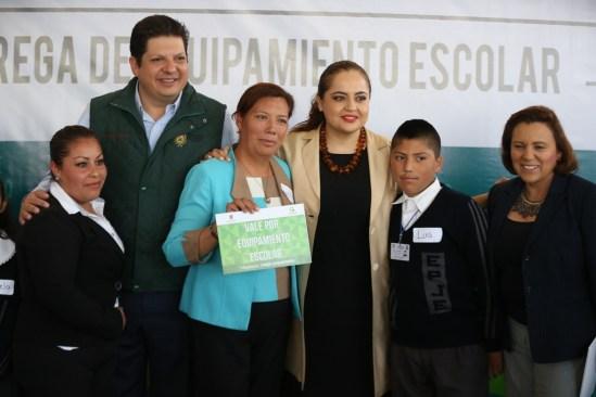 Benefician con equipamiento a 43 escuelas de Metepec