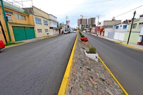 Invierten en nueva carpeta asfáltica en las vialidades más dañadas de Toluca