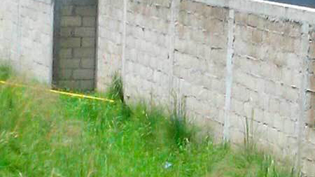 Encuentran cadáver en lote baldío de Metepec