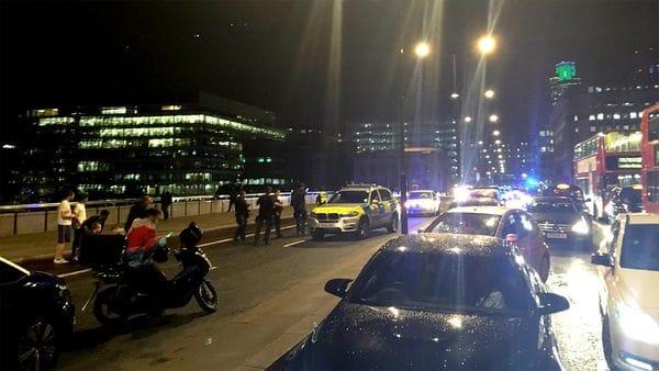 Una camioneta atropelló a decenas de peatones en el Puente de Londres