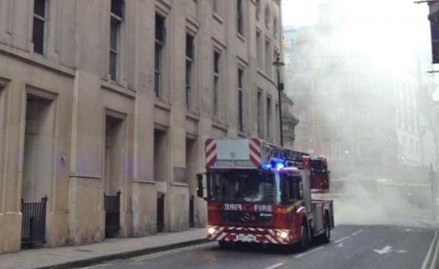 Reportan incendio en un hotel del centro de Londres
