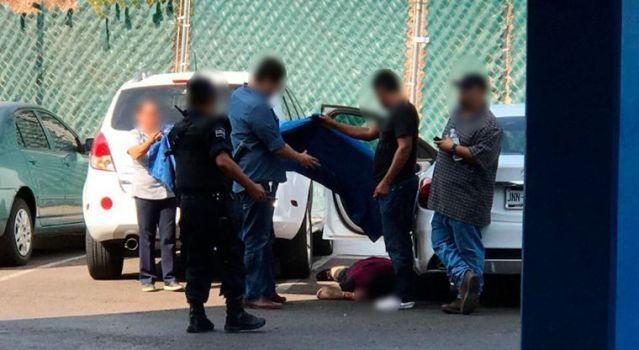 Asesinan a un hombre dentro de un colegio en Montebello
