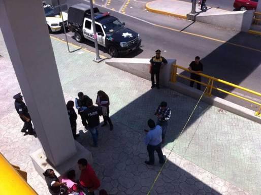 Una mujer se arroja de un puente peatonal en Toluca