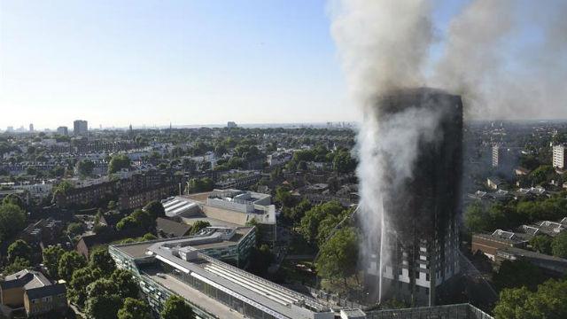Revelan que incendio en torre de Londres empezó en una nevera