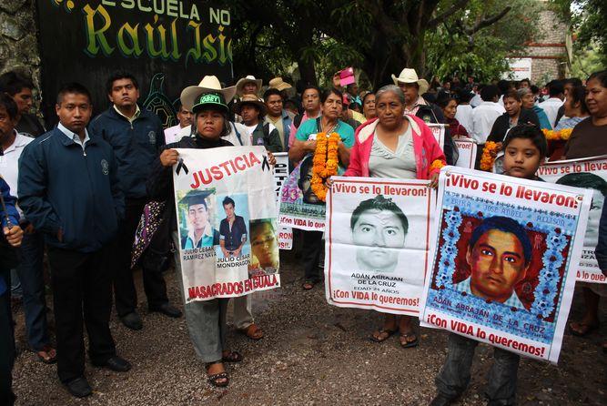 familiares-estudiantes-desaparecidos-presidente-CIDH_LPRIMA20150929_0207_33.jpg