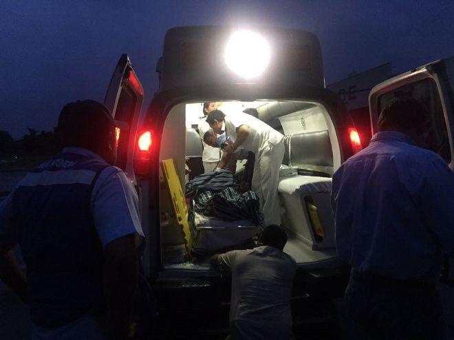 Tripulantes son rescatados en helicóptero que se desplomó en el mar
