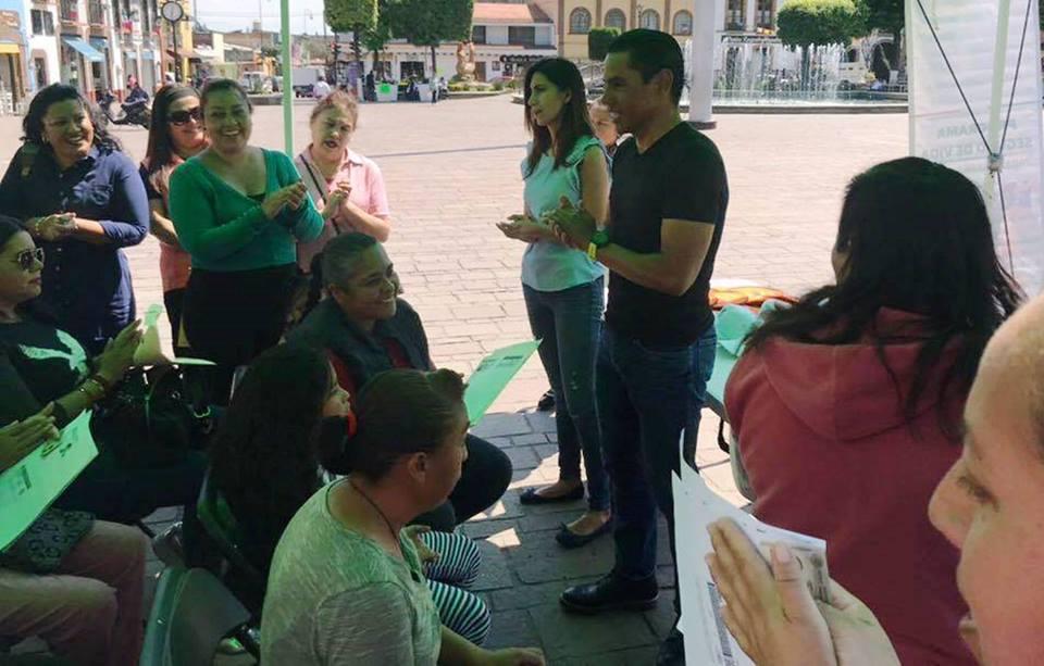 Gestiona Jair Garduño Seguro de Vida a Mujeres Jefas de Familia