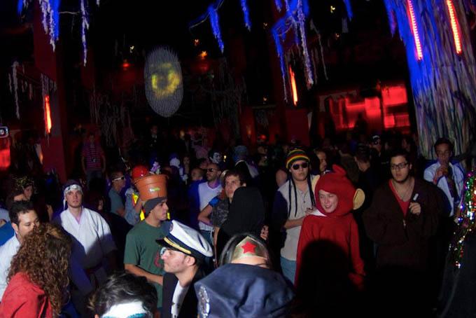 'Santa Claus' desata tiroteo en fiesta de Halloween
