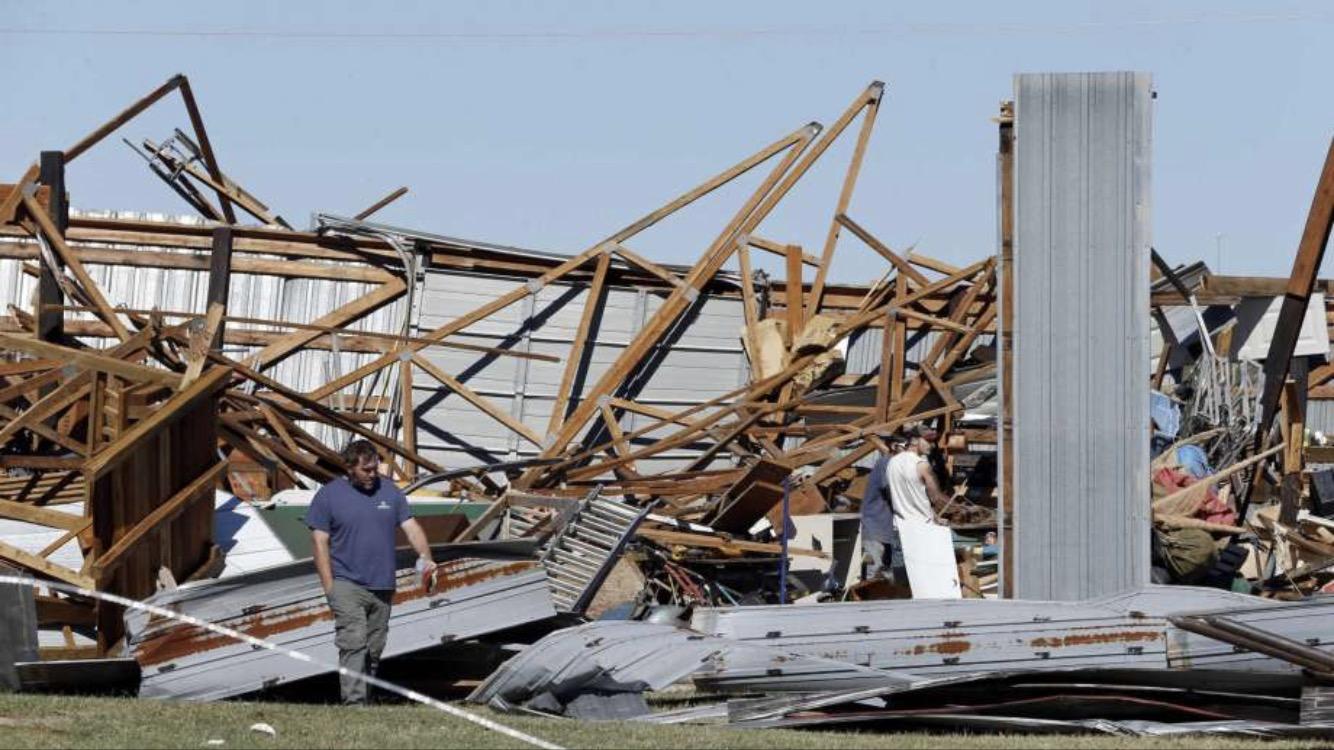 Techo de casino en Oklahoma derrumbado por tornado