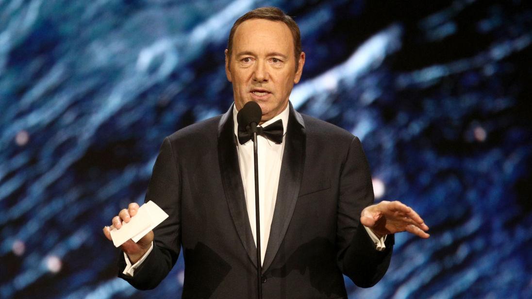 Se declara gay Kevin Spacey  ante polémica de acoso