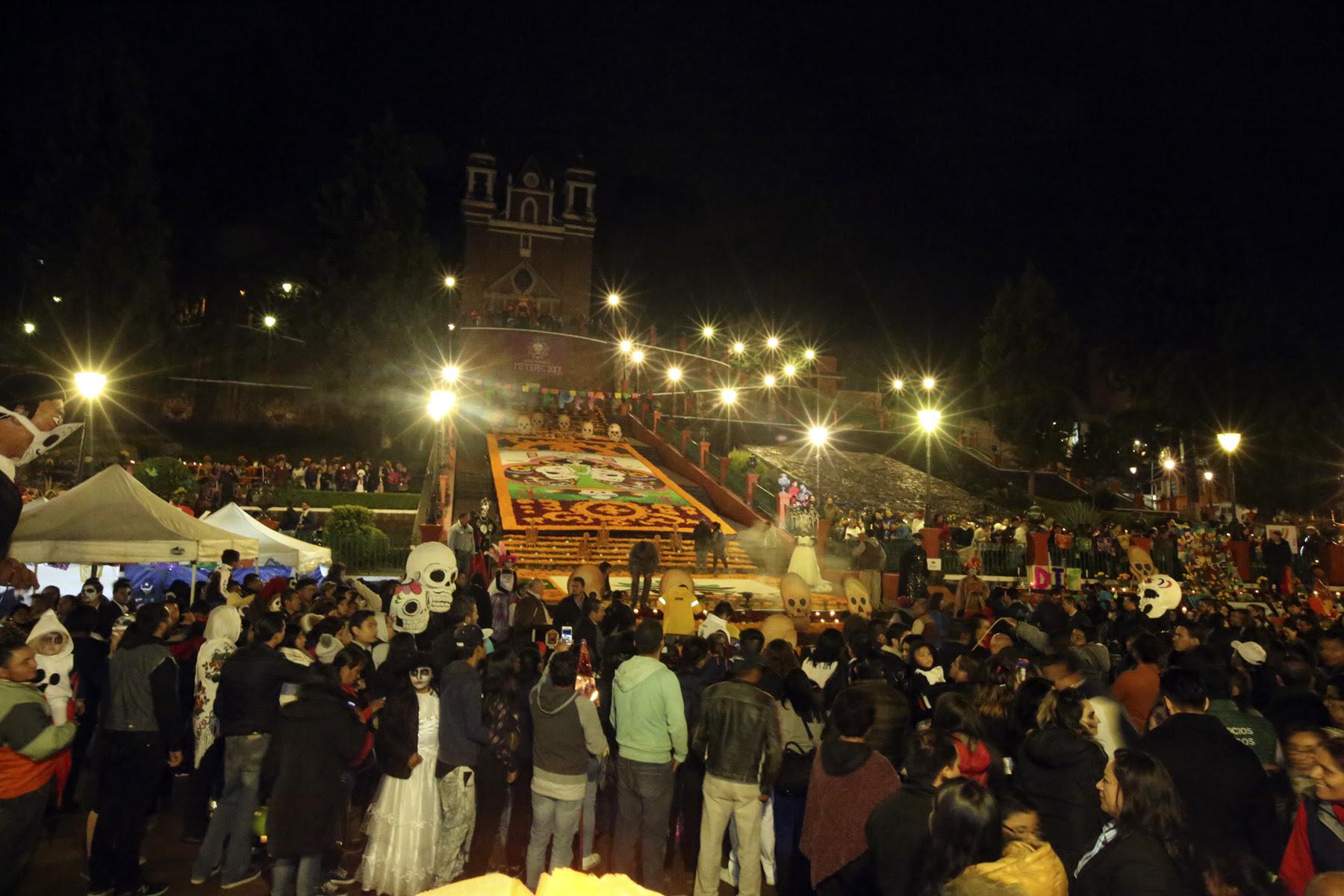 Más de 50 mil visitantes asistieron a la ofrenda monumental de Metepec