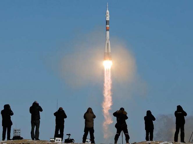 Astronautas despegan rumbo a la Estación Espacial Internacional