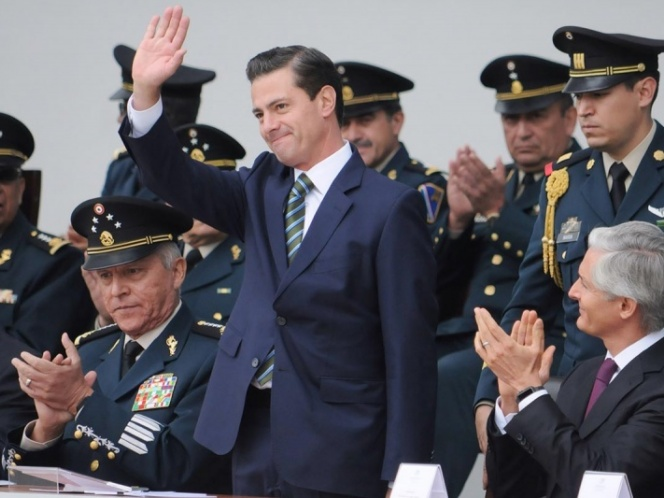 Peña Nieto celebra cumpleaños inaugurando túnel ferroviario en Manzanillo