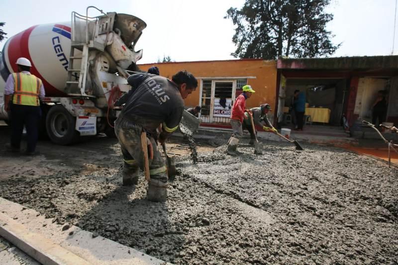 Aceleran obras de pavimentación en dos importantes calles del centro de Metepec