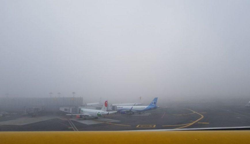 Reanudan operaciones en el AICM tras banco de niebla